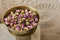 Vessel of dried rose blossoms - KM001376