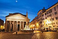 Italy, Lazio, Rome, Pantheon, Piazza della Rotonda and fountain in the evening - GW003105