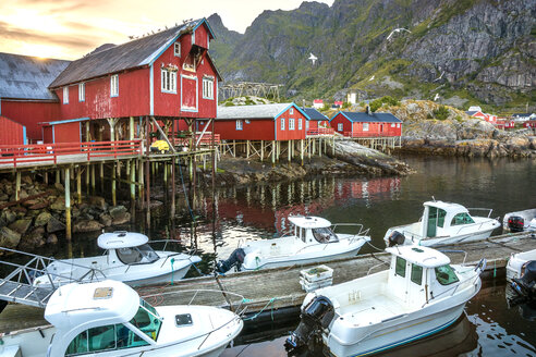 Norway, Lofoten, Vestvagoey, view to a fishermen's village with moored motor boats in the foreground - PU000037