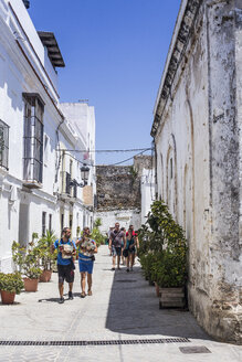 Spain, Andalusia, Tarifa, Old town, alley and tourists - KB000128