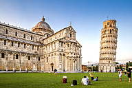 Italy, Tuscany, Pisa, View to Cathedral and Leaning Tower of Pisa at Piazza dei Miracoli - PU000045