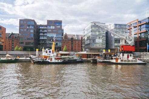 Germany, Hamburg, HafenCity, Sandtorhafen, Sandtor harbour and modern residential buildings - KRP001003