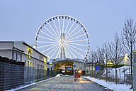 Germany, Bavaria, Munich, big wheel in the industrial district in the evening - BR000584