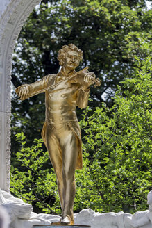 Austria, Vienna, gold plated statue of Johann Strauss at the city park - EJW000501
