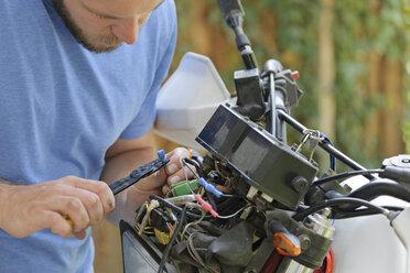 Young man repairing enduro motorcycle - LAF001054