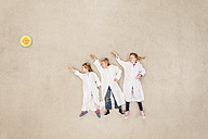 Children wearing laboratory coats doing experiments - BAEF000853