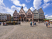 Germany, Hesse, Frankfurt, Roemerberg with historical Townhall and Fountain of Justice - AM002739