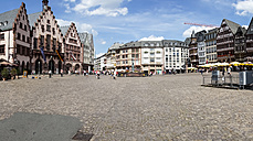 Germany, Hesse, Frankfurt, Roemerberg with historical Townhall and Fountain of Justice - AMF002743