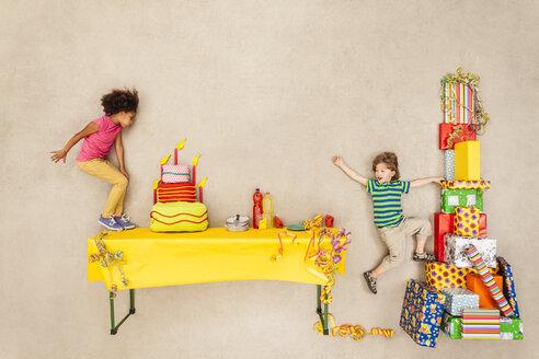 Children having birthday party - BAEF000970