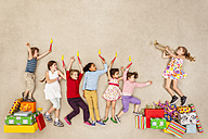 Children having birthday party - BAEF000973