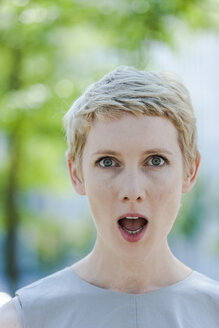 Portrait of astonished blond woman with open mouth - TCF004310