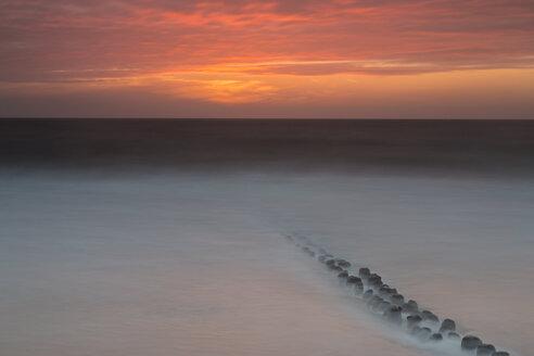 Germany, Schleswig-Holstein, Sylt, North Sea, breakwaters, afterglow - SRF000786