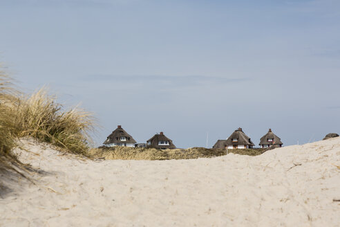 Germany, Schleswig-Holstein, Sylt, Hoernum, Odde, thatched-roof houses at dune - SRF000771