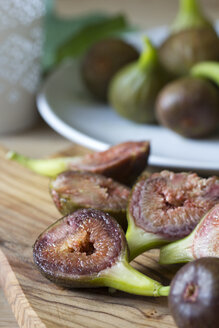 Dish and wooden board with sliced and whole figs - YFF000221