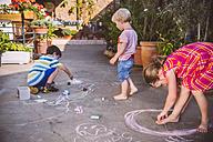 Germany, Northrhine Westphalia, Bornheim, Children playing and drawing in courtyard - MFF001183