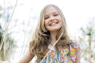 Portrait of smiling girl wearing summer dress - GDF000417