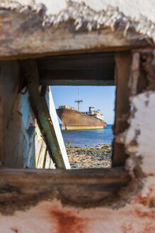 Spain, Canary Islands, Lanzarote, Arrecife, Punta Chica, Ship wreck Telamon, Seen through a hole of an old wooden boat - AMF002765