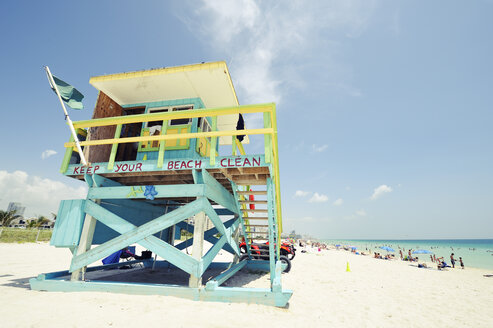 USA, Florida, Miami Beach, lifeguard hut at South Beach - BR000648