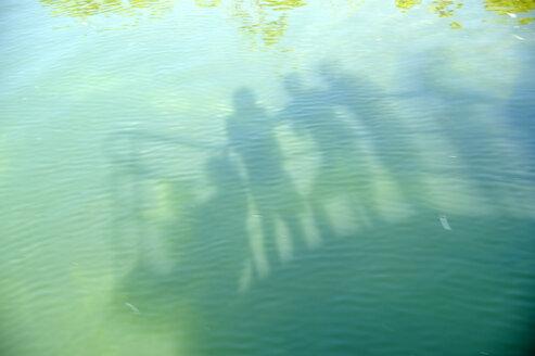 USA, Florida, Florida Keys, silhouette of people on a ship - BRF000652