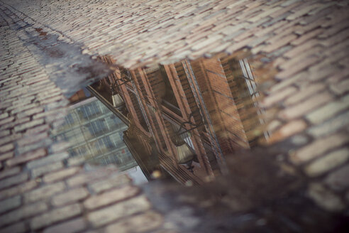 Germany, Hamburg, fish market hall, water reflection in a puddle - ASCF000004