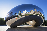 USA, Illinois, Chicago, view to Cloud Gate with reflections of skyscrapers on AT and T Plaza at Millennium Park - FO006977