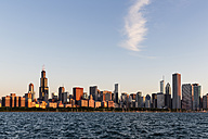USA, Illinois, Chicago, Skyline, Willis Tower and Lake Michigan - FOF007238
