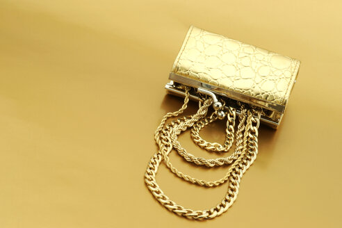 Open gold purse with gold jewelry - JAWF000038