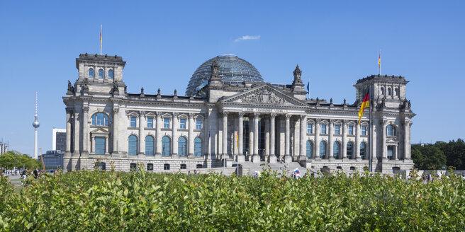 Germany, Berlin, Berlin-Tiergarten, Reichstag building, Berlin TV Tower left - WIF000990