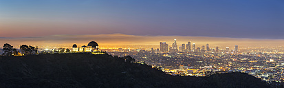 USA, California, Los Angeles, Cityscape and Griffith Observatory, Blue hour - FOF007009