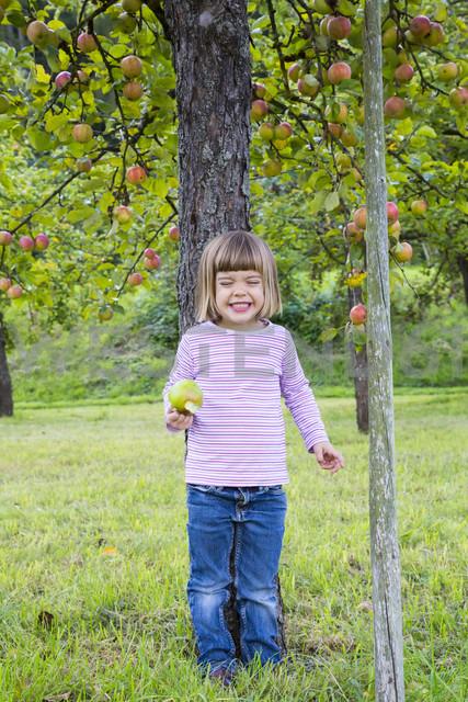 Portrait of little girl leaning on an apple tree - LVF001798