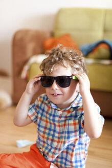 Portrait of little boy with sunglasses - AFF000088