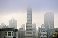 USA, California, San Francisco, Financial District with Transamerica Pyramide in fog - BRF000736