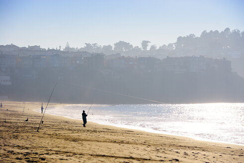 USA, California, San Francisco, angler at Baker Beach - BRF000762