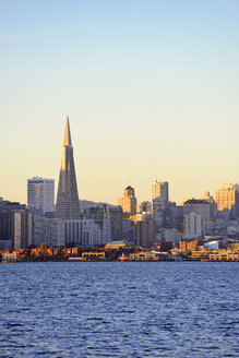 USA, California, San Francisco, skyline with Transamerica Pyramid in morning light - BRF000677