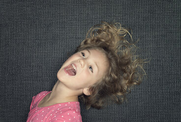 Portrait of a laughing girl - MW000070