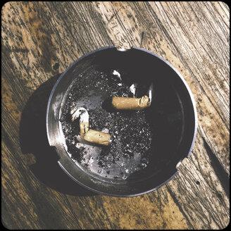 Cigarettes in ashtray - SHIF000090