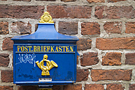 Germany, Bremen, historical letterbox at brick wall - KRP001072