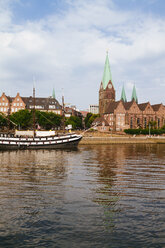 Germany, Bremen, river Weser and old town with Bremen Cathedral and St. Martin's Church - KRPF001092