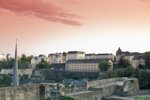 Luxembourg, Luxembourg City, View from the casemates, Castle of Lucilinburhuc, on Neumuenster convent and the city in the evening light - MSF004208