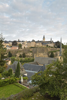 Luxembourg, Luxembourg City, View to the district Grund with church of St. Jean, casemates and the old town, Saint Michael's Church in the morning light - MSF004216