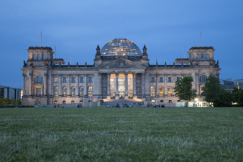 Germany, Berlin, Reichstag building in the evening - WIF001014