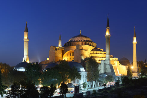 Turkey, Istanbul, Hagia Sofia at night - LHF000386