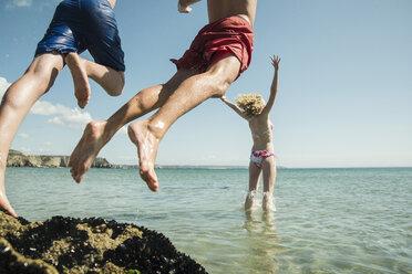 Three teenagers enjoying beachlife - UUF001680