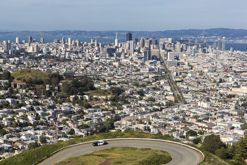 USA, California, San Francisco, View from Twin Peaks, City view with Market Street - FOF007069