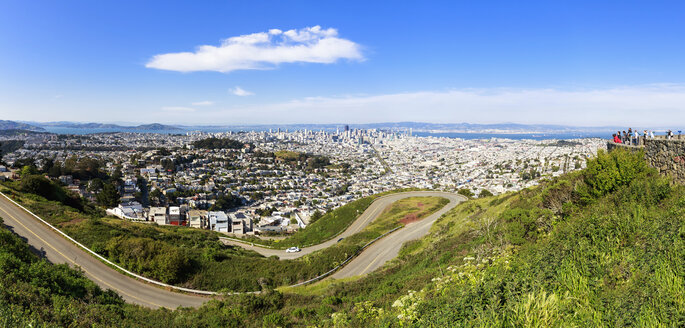USA, California, San Francisco, View from Twin Peaks, City view - FOF007072