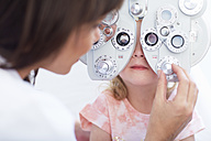Eye doctor examining girl's vision - ZEF000599