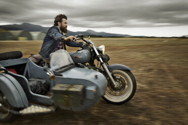 Man with full beard driving motorcycle with sidecar - KOF000034