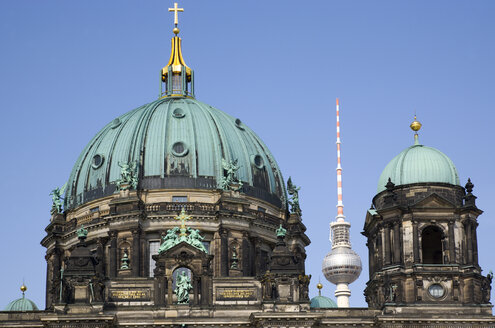 Germany, Berlin, Museum Island, Berlin Cathedral in Lustgarten and TV Tower in background - PSF000632