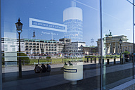 Germany, Berlin, Pariser Platz, Brandenburg Gate, Reflection - WI001022