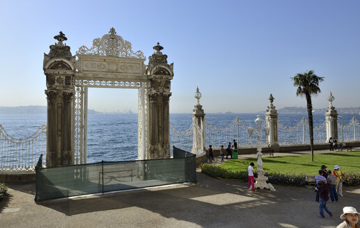 Turkey, Istanbul, Gate to the Bosphorus at Dolmabahce Palace - LHF000392